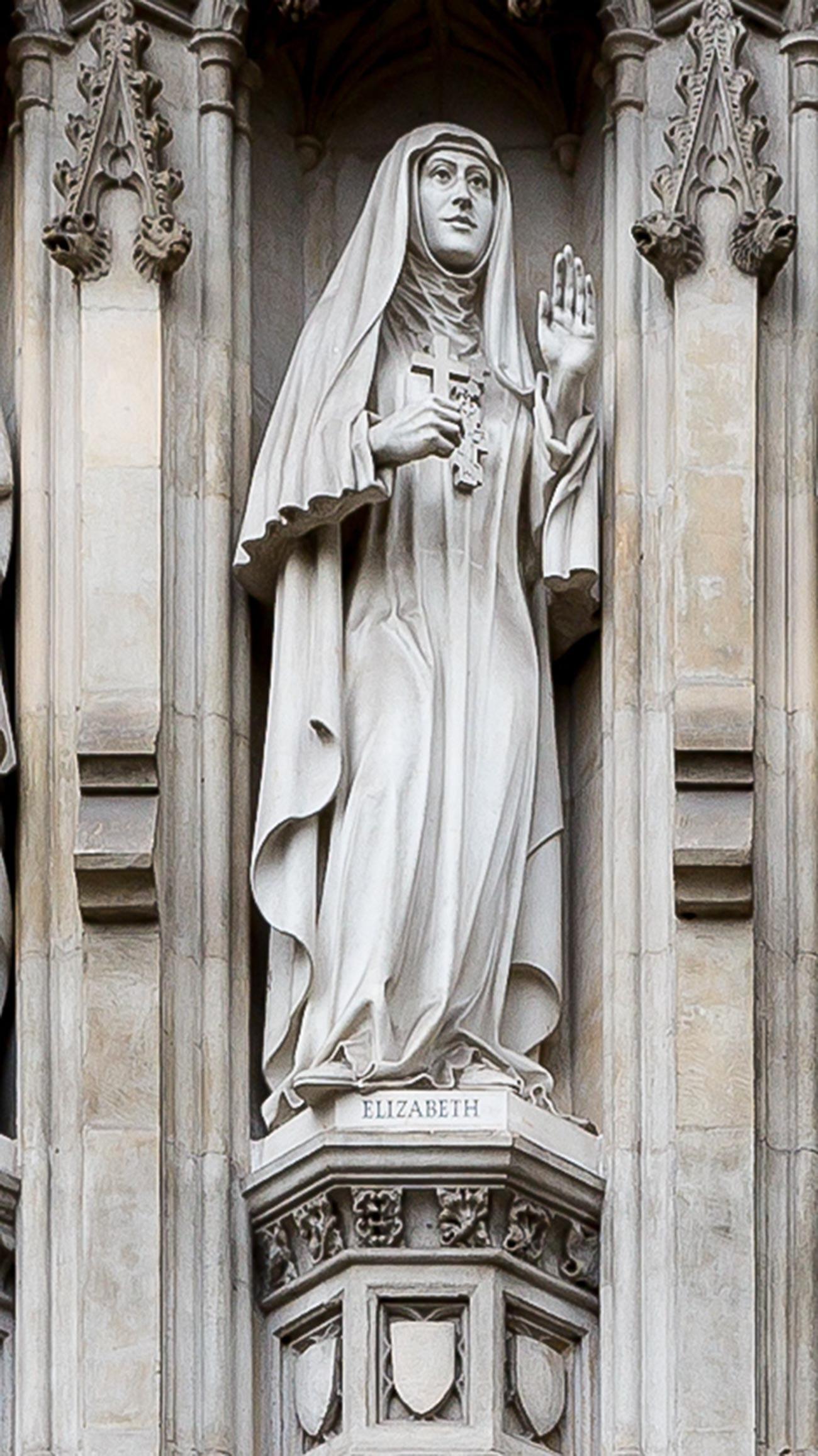 エリザヴェータ・フョードロヴナの彫像