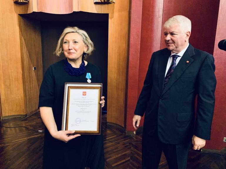 Zoya Arrignon et l'ambassadeur de Russie en France, Alexeï Mechkov