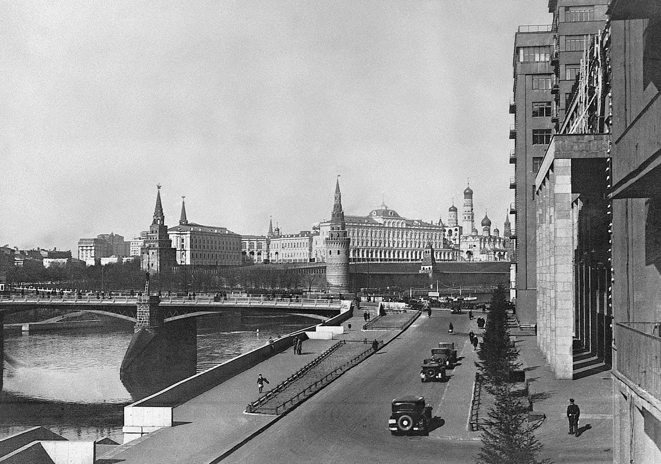Vue sur le Grand pont en pierre, fin des années 1930