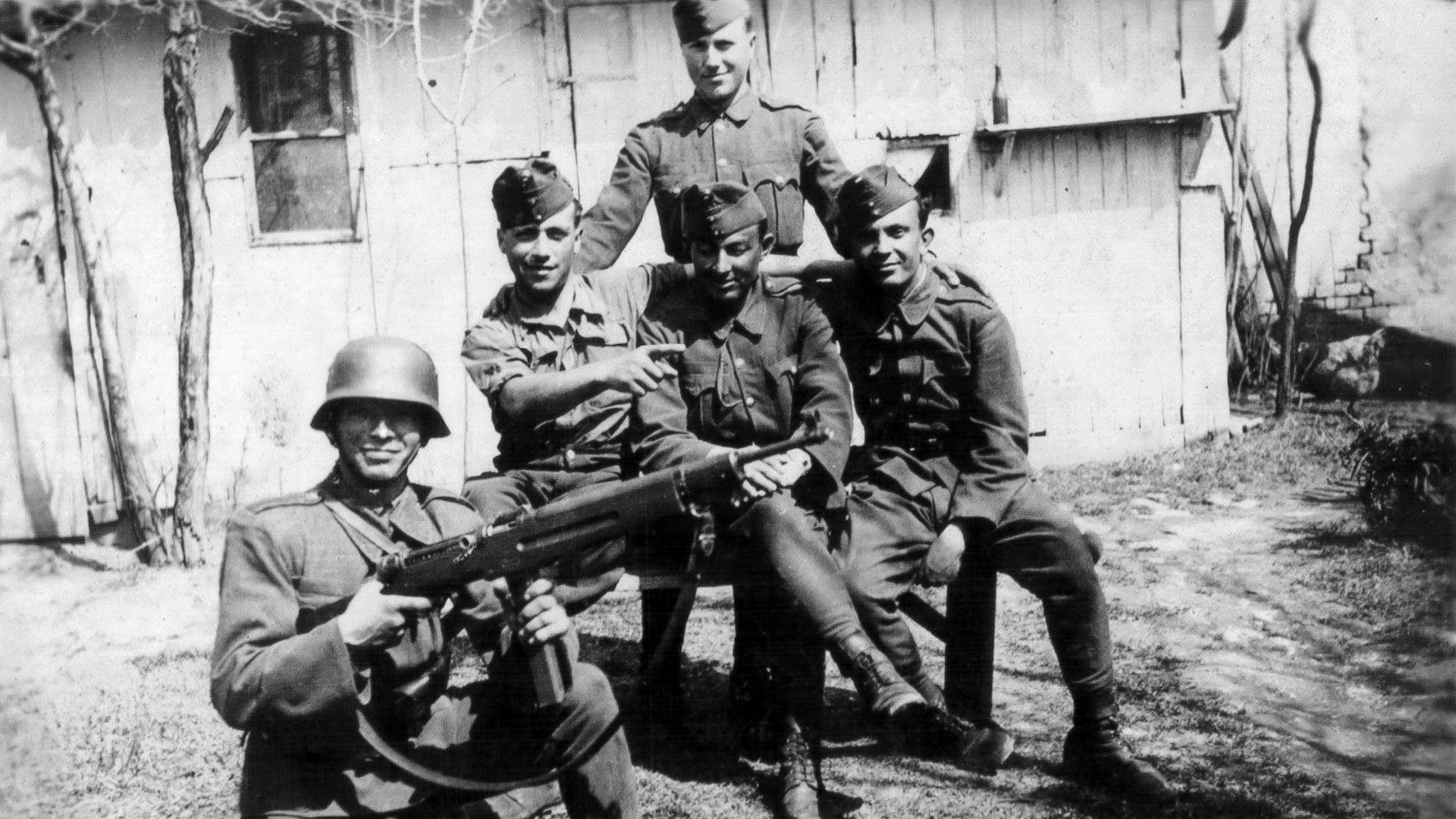 Soldados húngaros en los Cárpatos, 1944.