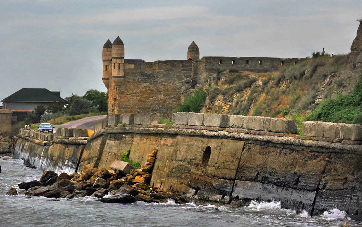 Ruínas da fortaleza turca Ieni-Kale.