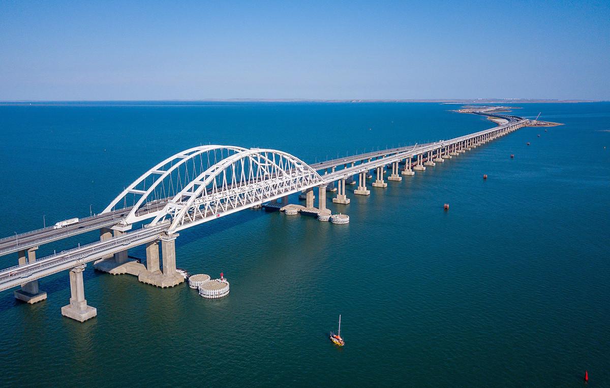 Ponte Kertch, na Crimeia.