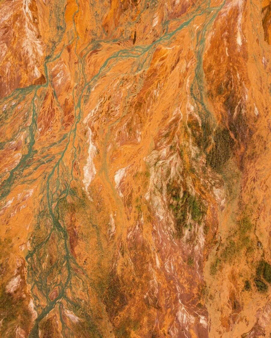 Waduk air limbah tambang tembaga-sulfida dekat Desa Lyovikha di Sverdlovskaya Oblast.