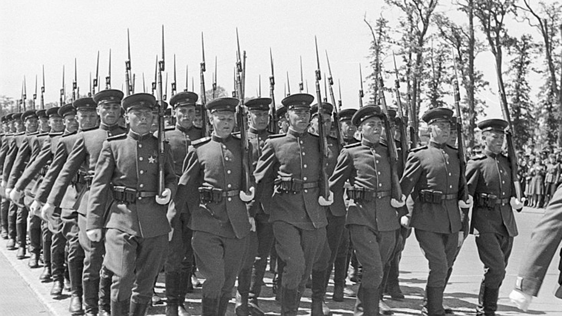 Alliierten-Parade am 8. Mai 1946