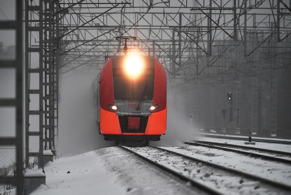 モスクワとサンクトペテルブルクをつないでいる「サプサン」高速列車