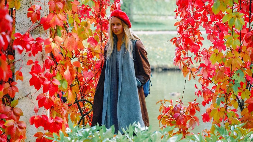 Suasana musim gugur di Taman Oranienbaum, pinggiran Kota Sankt Peterburg.