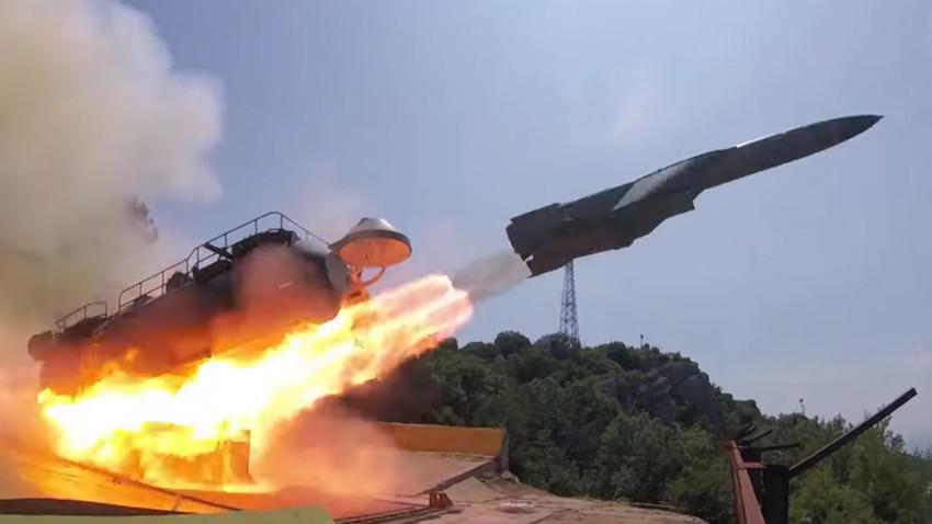 """Обалски ракетни систем """"Утјос""""."""