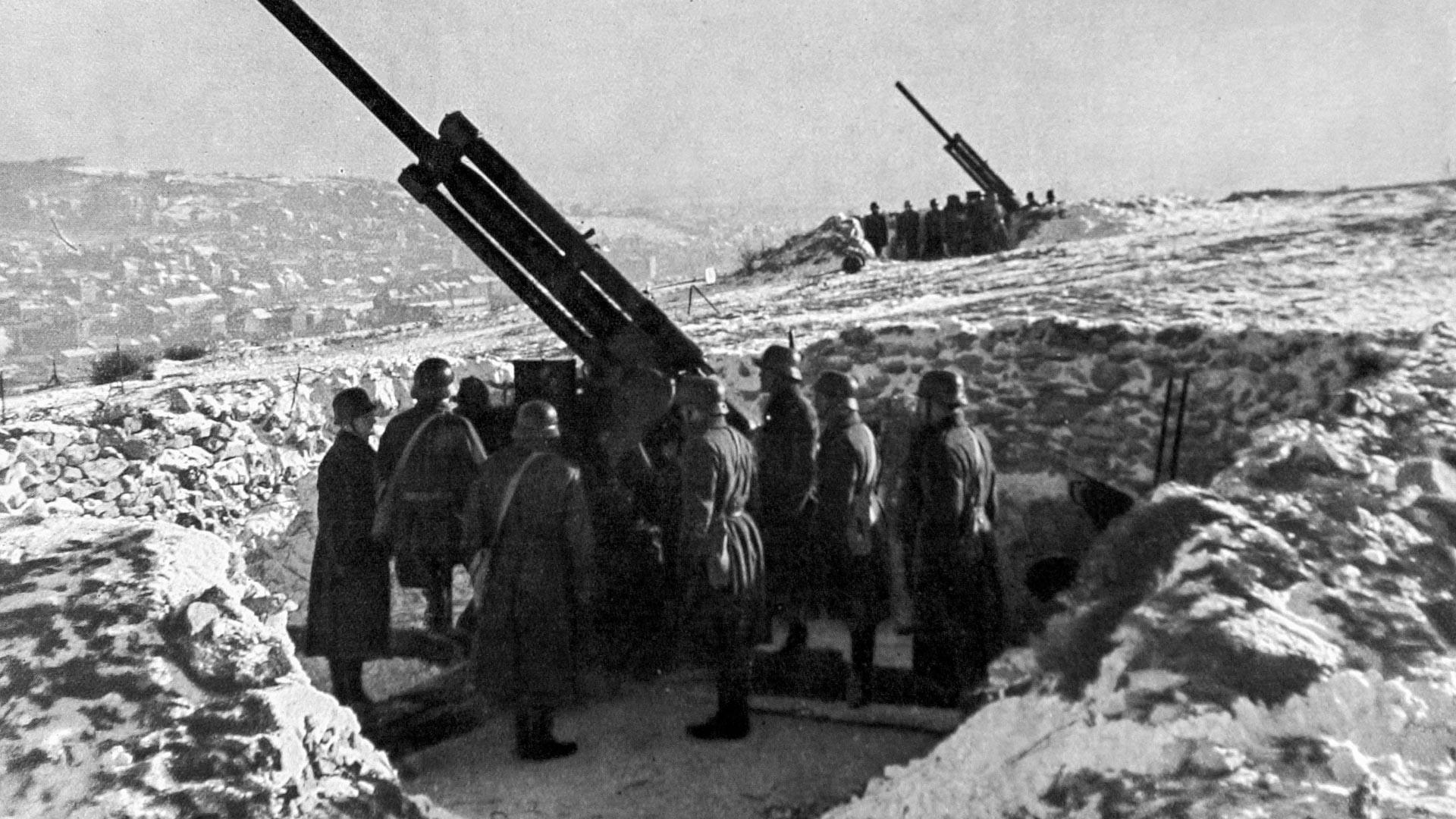 L'armée hongroise gardant ses positions près du Danube, mars 1941