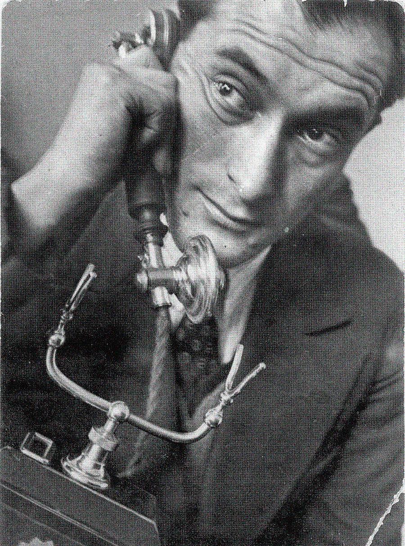 Petrov no início dos anos 1930.