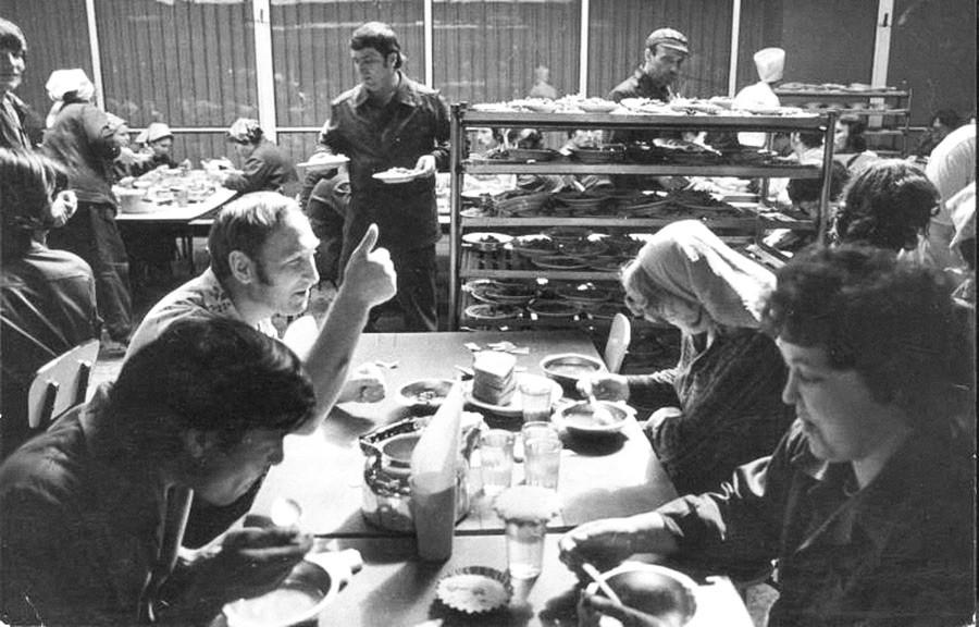 Lunch. Togliatti, 1981.