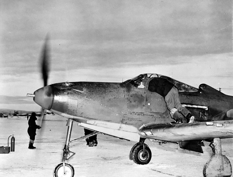 エアラコブラは、ぬかるんだり雪が積もったりした飛行場でも問題なく着陸・滑走できた。