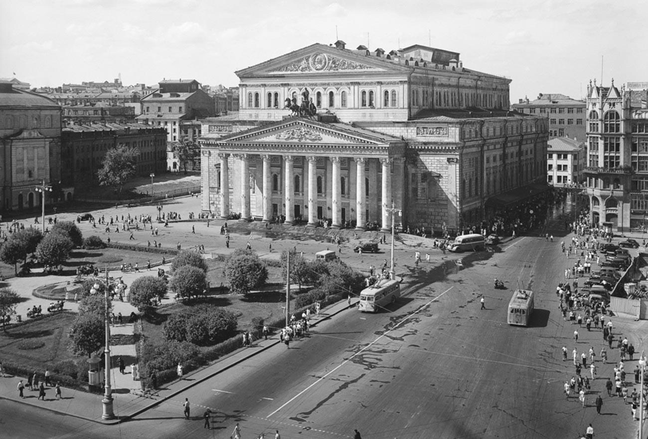 Наум Грановски. Бољшој театар во текот на триесеттите години од минатиот век.