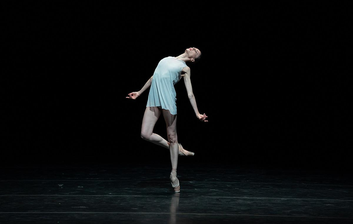 1幕もののバレエ「Silentium」で演技するスヴェトラーナ・ザハロワ