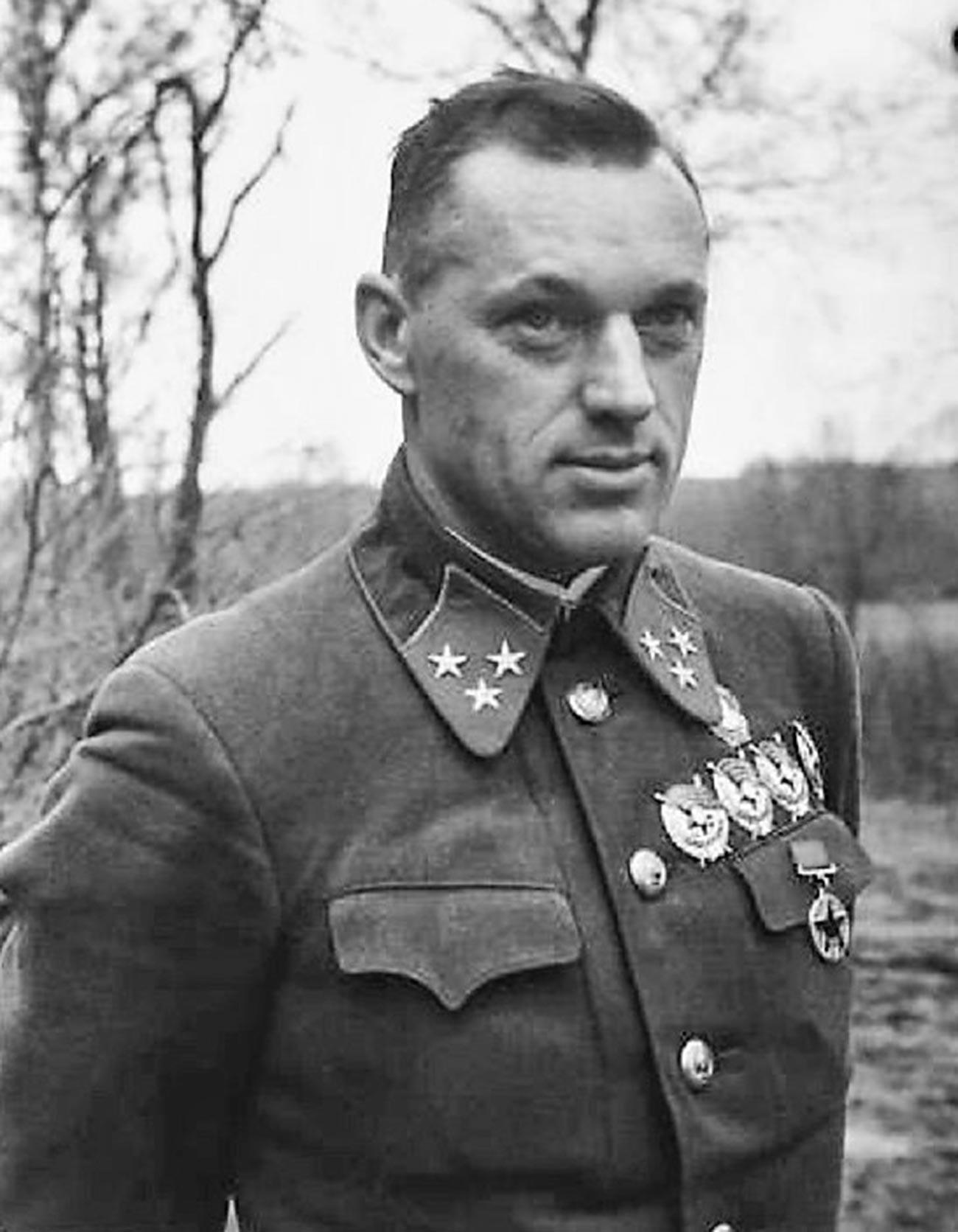 Командантот на 16 армија генерал-лајтнант Константин Рокосовски.