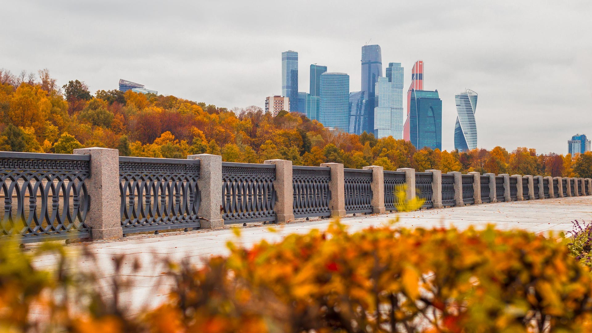 Fall on Moscow's embankments