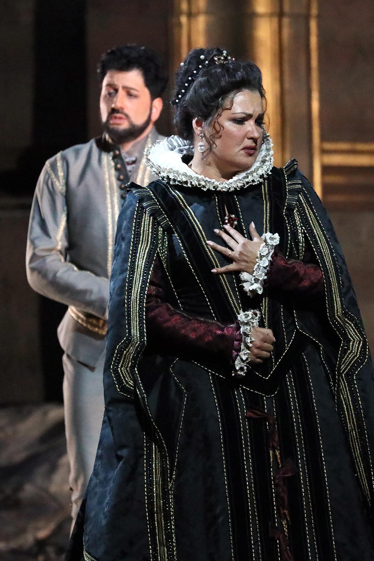 Anna Netrebko and Yusif Eyvazov in the opera 'Don Carlo'.