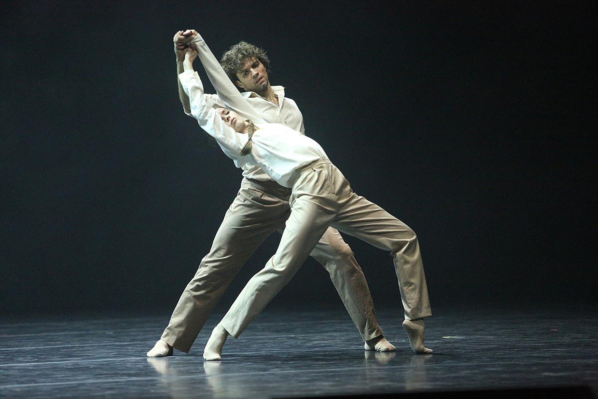 Maria Vinogradova, Igor Tsvirko no balé 'Desbotando'. Elena Fetisova/bolshoi.ru