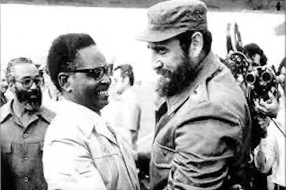 Angostinho Nieto y líder cubano Fidel Castro.