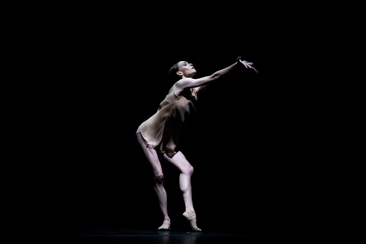 "Olga Smirnowa im Einakter-Ballett ""Just""."