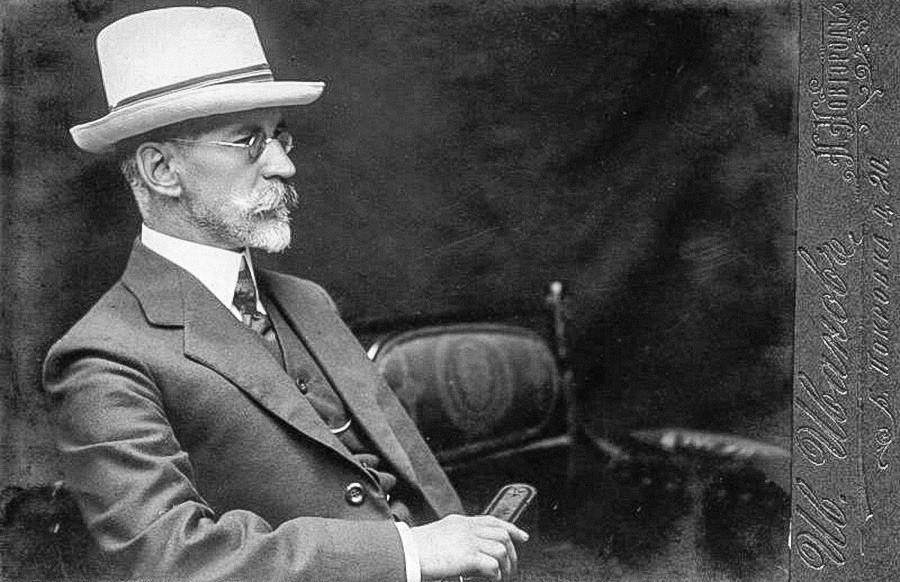 白い帽子をかぶった老紳士の肖像画。ニジニ・ノヴゴロド、1900年代