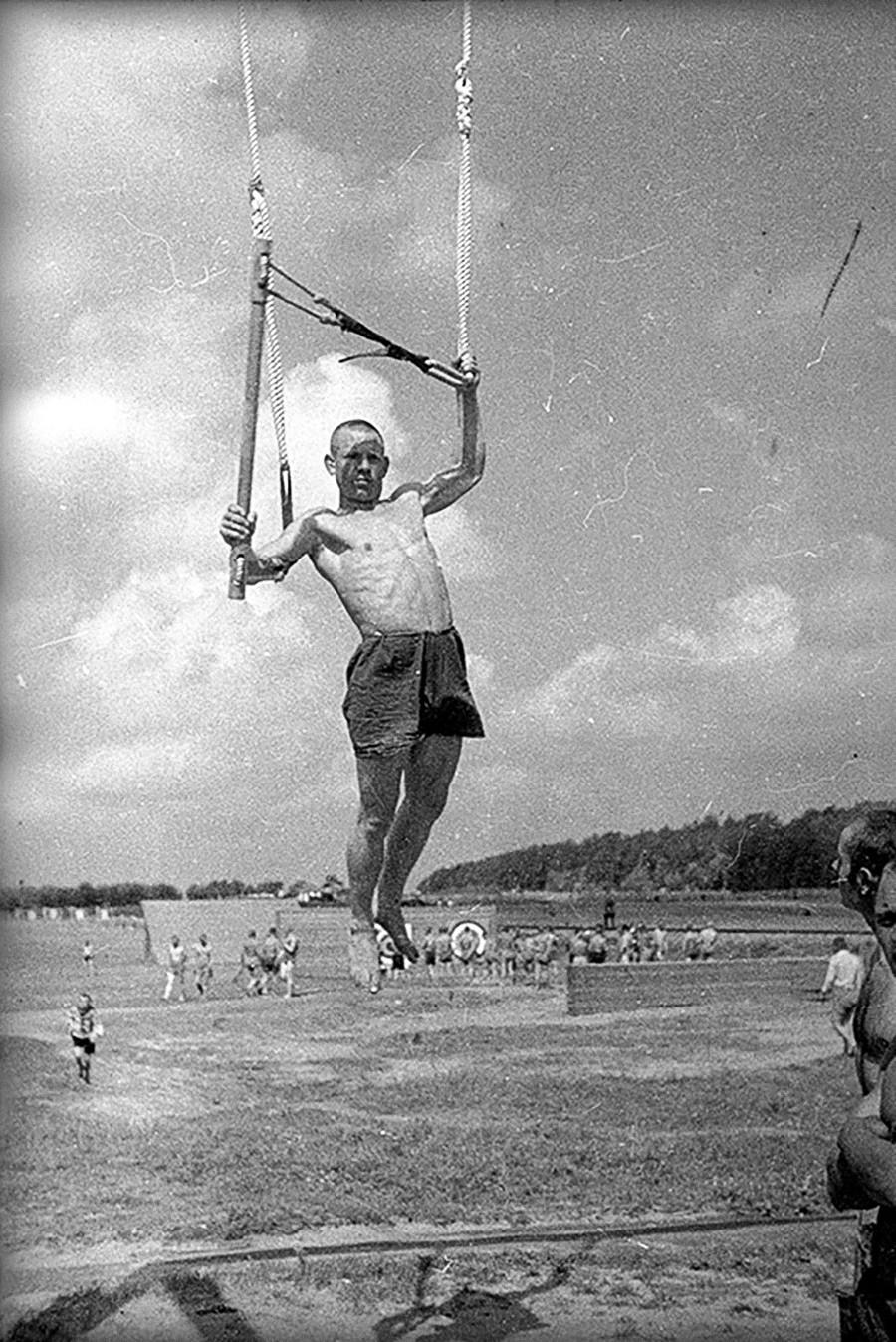 体育する人、1934年