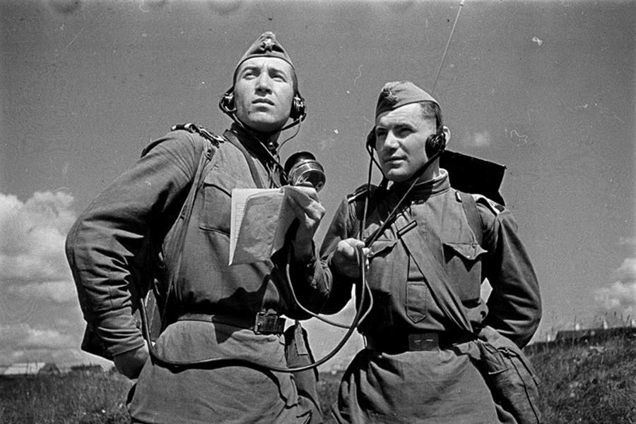 第二次世界大戦時の無線通信士たち、1943年
