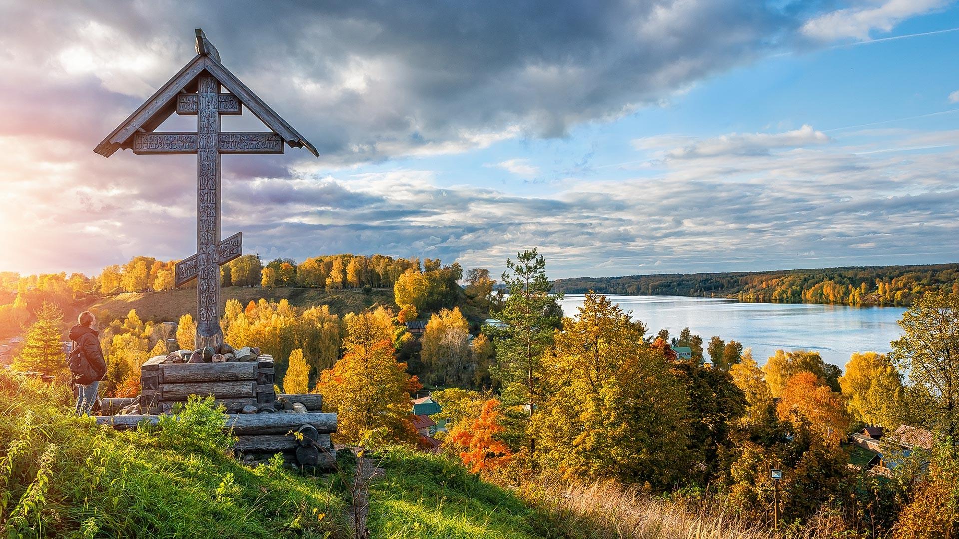 Musim gugur di Kota Plyos.