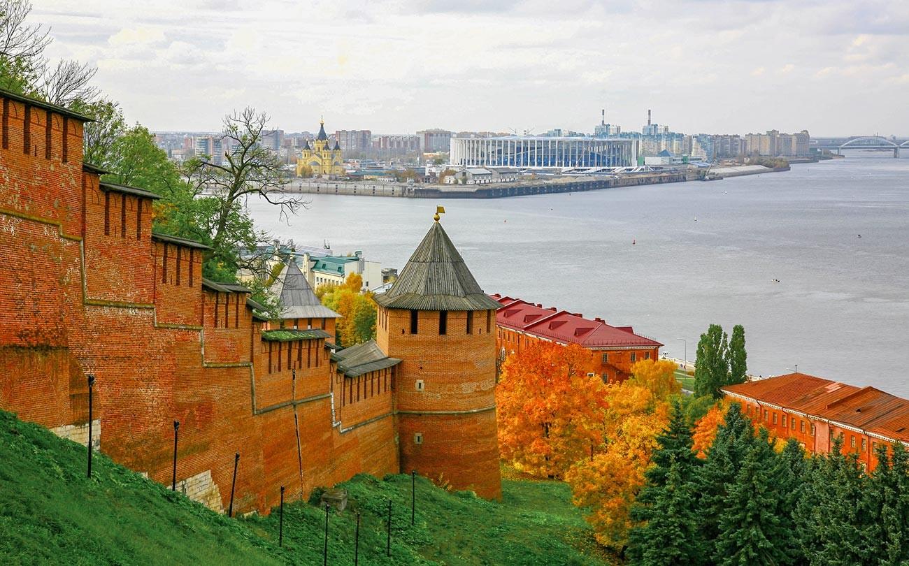 Musim gugur di kota tepi Sungai Volga, Nizhny Novgorod.