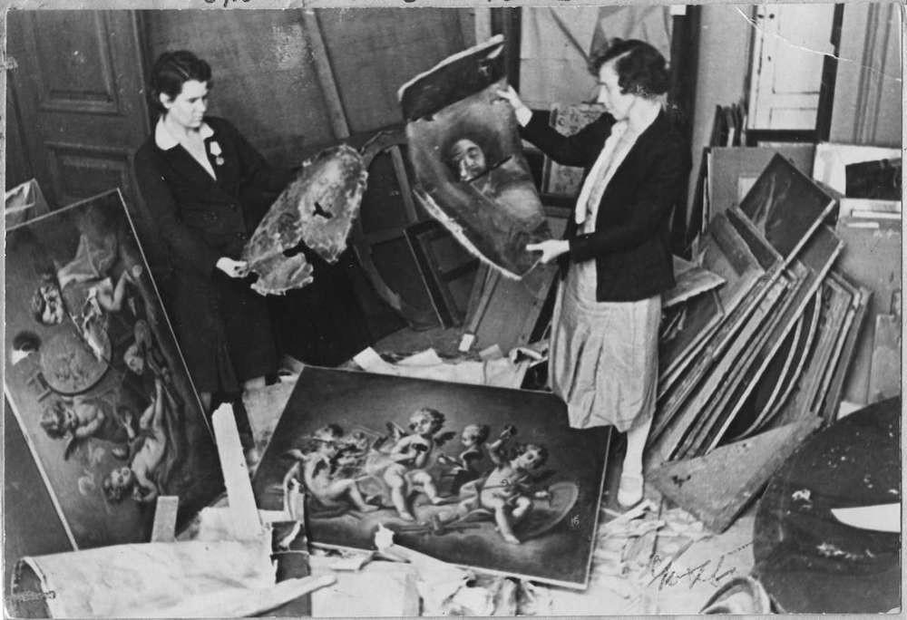 戦争中のエルミタージュ美術館