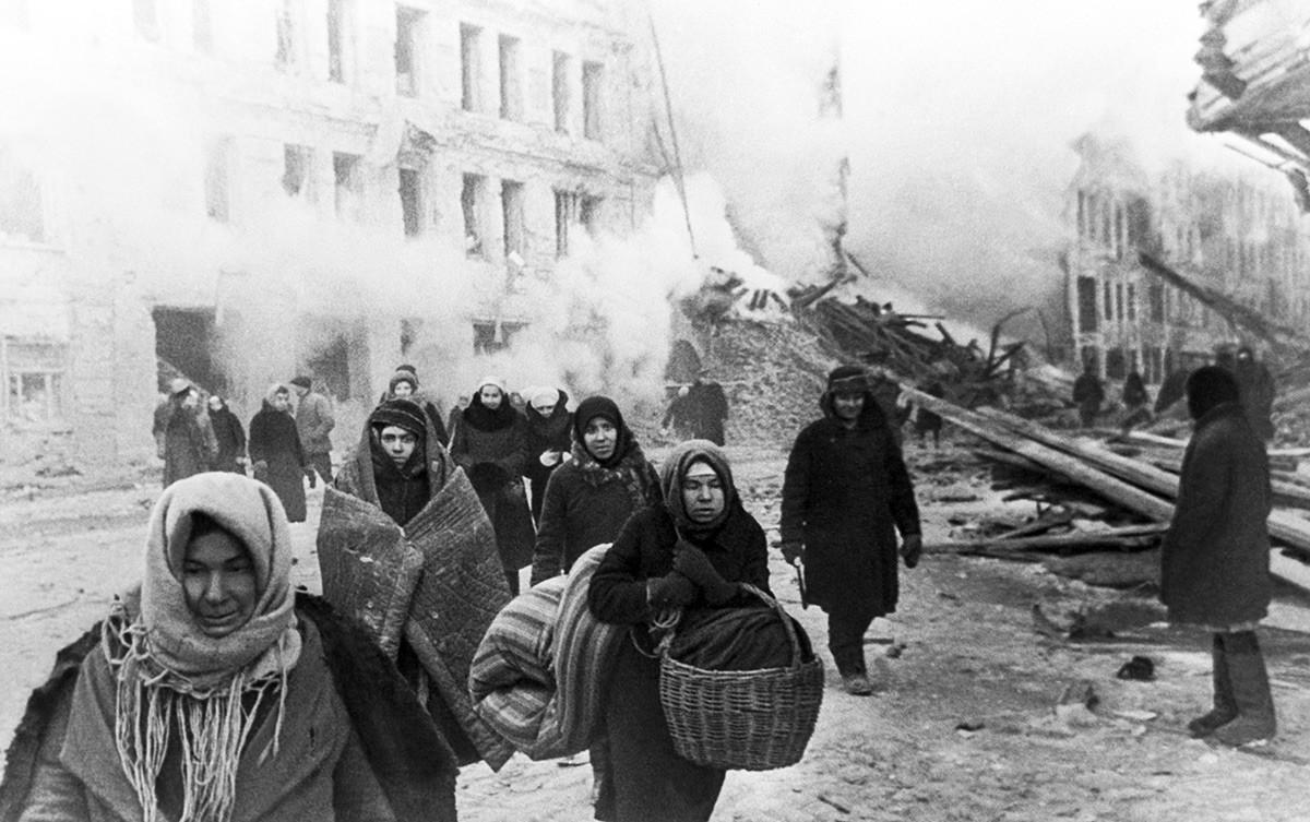 封鎖中、レニングラードの様子