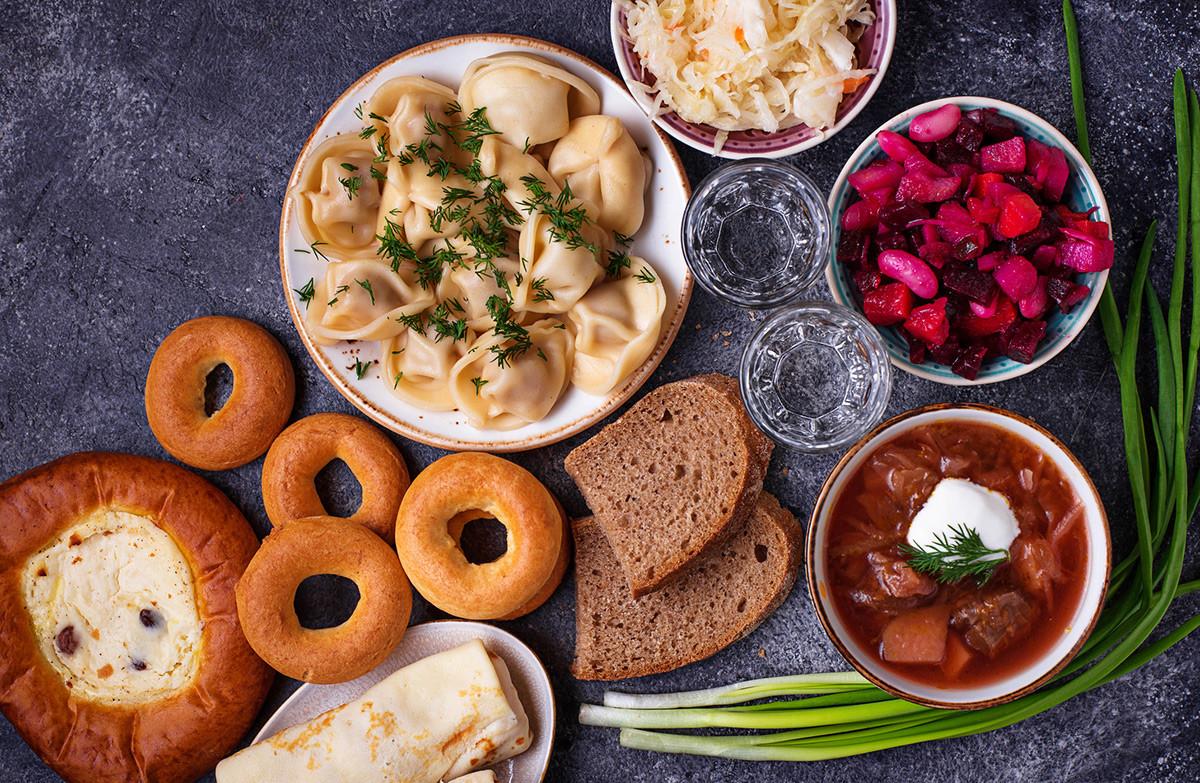 Zuppe, pelmeny e pane nero sono i