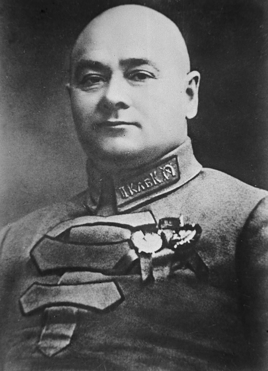 Репродукция на фотографията на революционера, военен и политически деятел, участник в Гражданската война Григорий Иванович Котовски. Точната дата и местоположение на снимката са неизвестни.