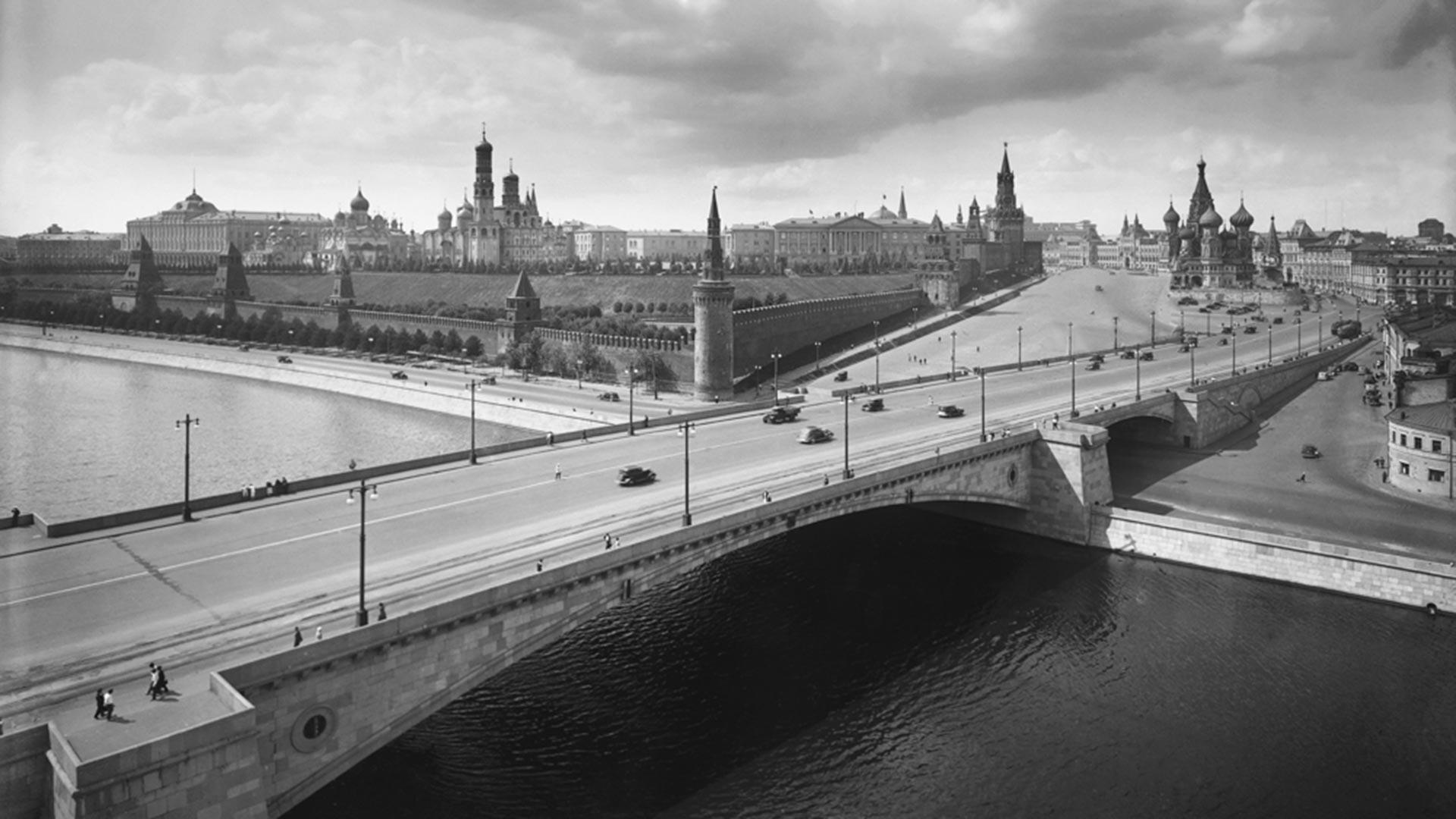 Blick auf die Moskworezki-Brücke und den Moskauer Kreml, 1939