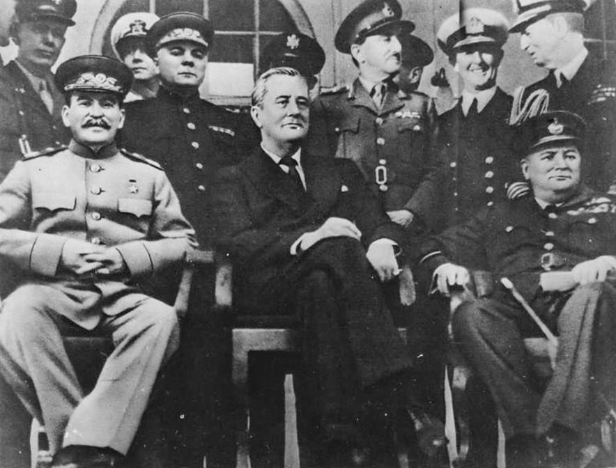 Иосиф Сталин, Франклин Делано Рузвельт и Уинстон Черчилль на Тегеранской конференции, 28 ноября 1943