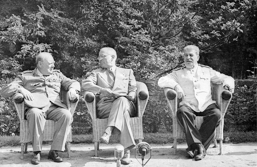 Потсдамская конференция, слева направо: Уинстон Черчилль, Гарри Трумэн, Иосиф Сталин, 17 июля 1945