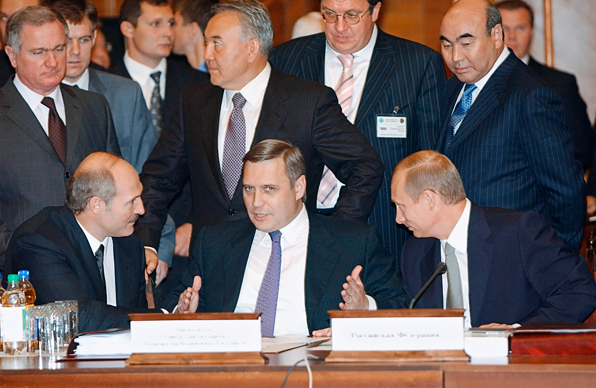 In 2002, on his 50th birthday, the president traveled to Chisinau for a CIS summit