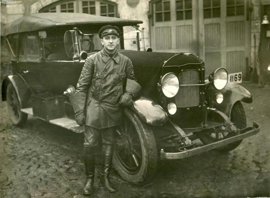 Pengemudi di Departemen Pemadam Kebakaran Leningrad.