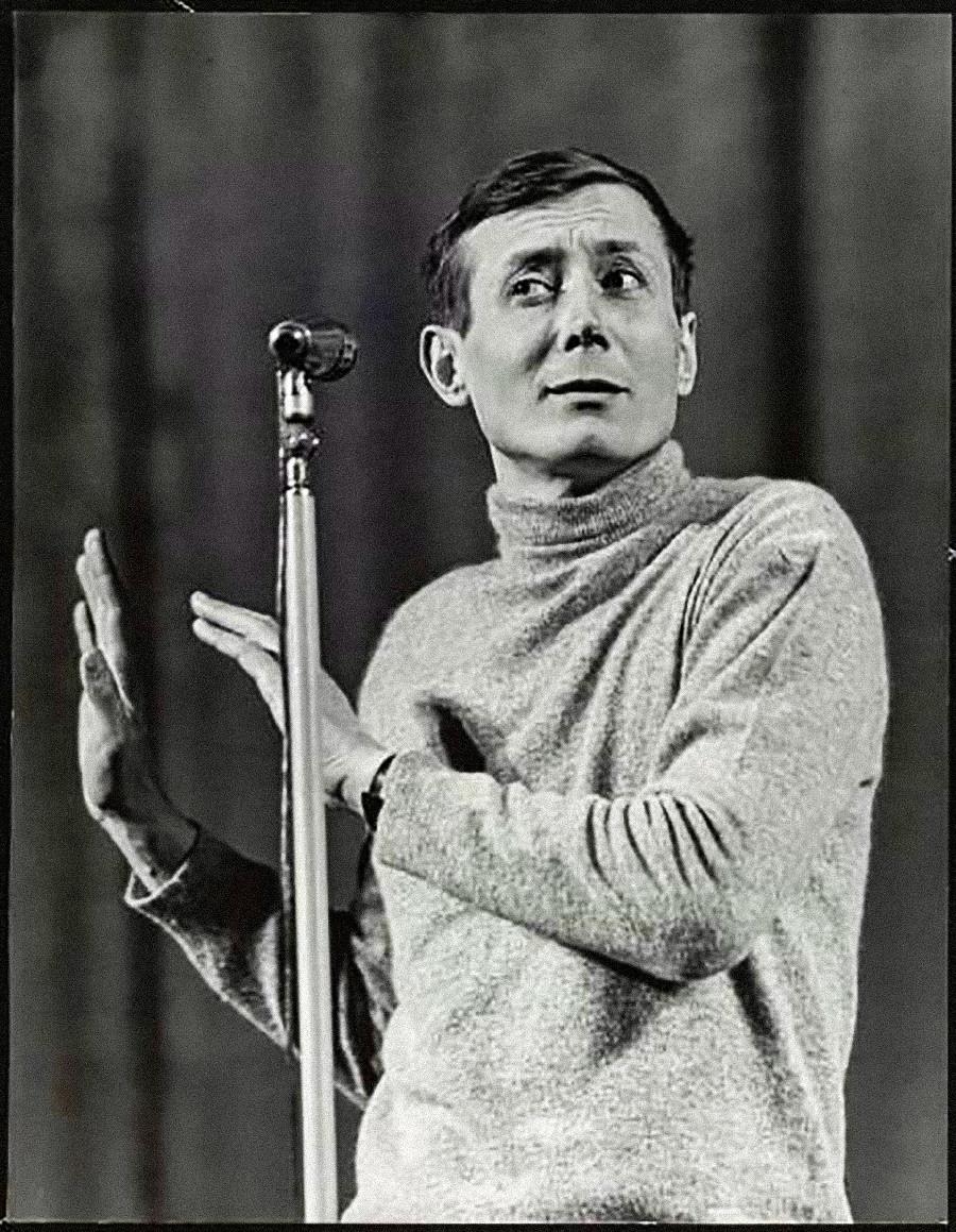 Penyair Kultus tahun 1960-an Yevgeny Yevtushenko.