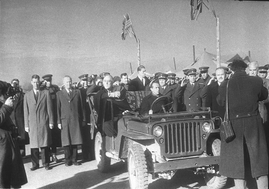 Chefes de delegações chegando para a Conferência de Ialta; presidente dos Estados Unidos Franklin Delano Roosevelt, 3 de fevereiro de 1945
