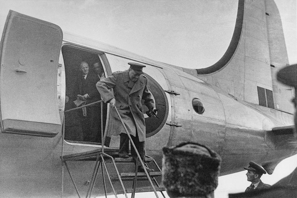 Primeiro-ministro britânico Winston Churchill chegando para a Conferência de Ialta, fevereiro de 1945