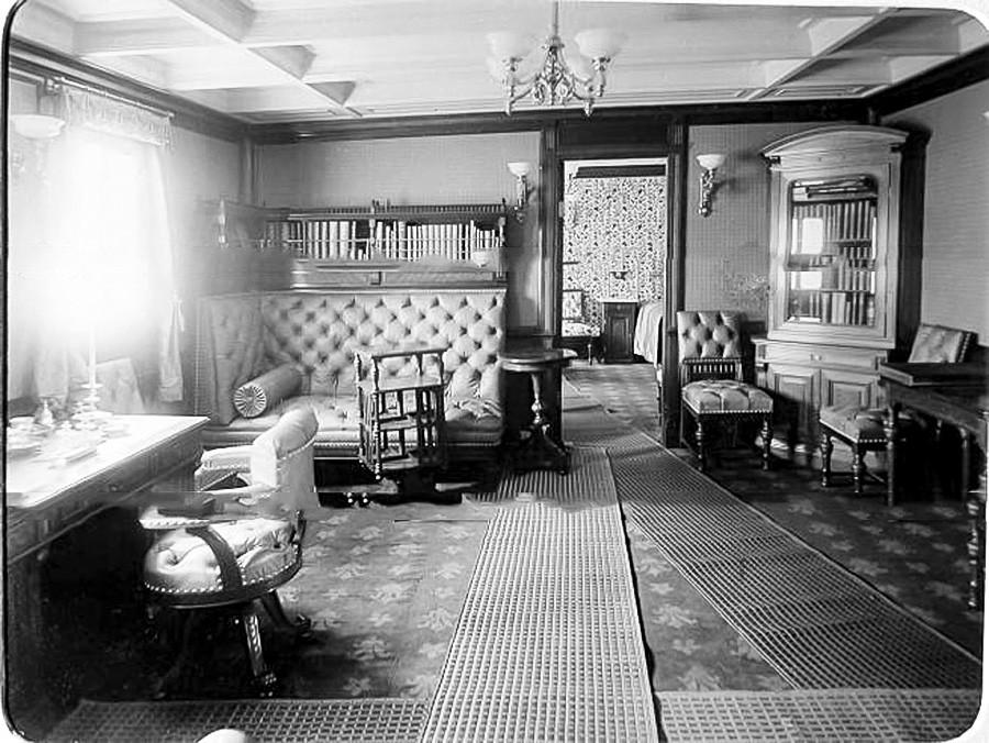 船内の一室