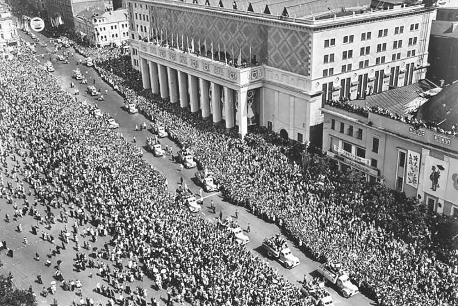 Le sixième Festival mondial de la jeunesse et des étudiants, à Moscou en 1957