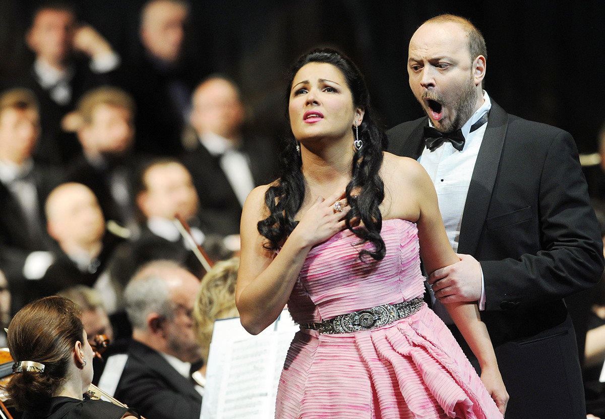Анна Нетребко изпълнява на гала концерт в Мариинския театър
