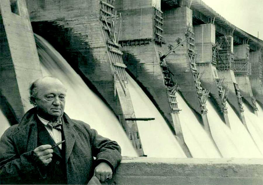 Hugh Cooper, l'ingegnere americano che ha partecipato come consulente alla costruzione della compagnia Dneprostroj