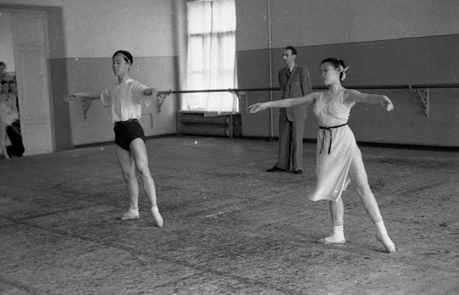 Korean delegates at the Moscow Choreographic School of the Bolshoi theater of the USSR, 1949.