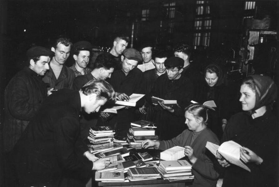 Book distribution, 1960–1965.
