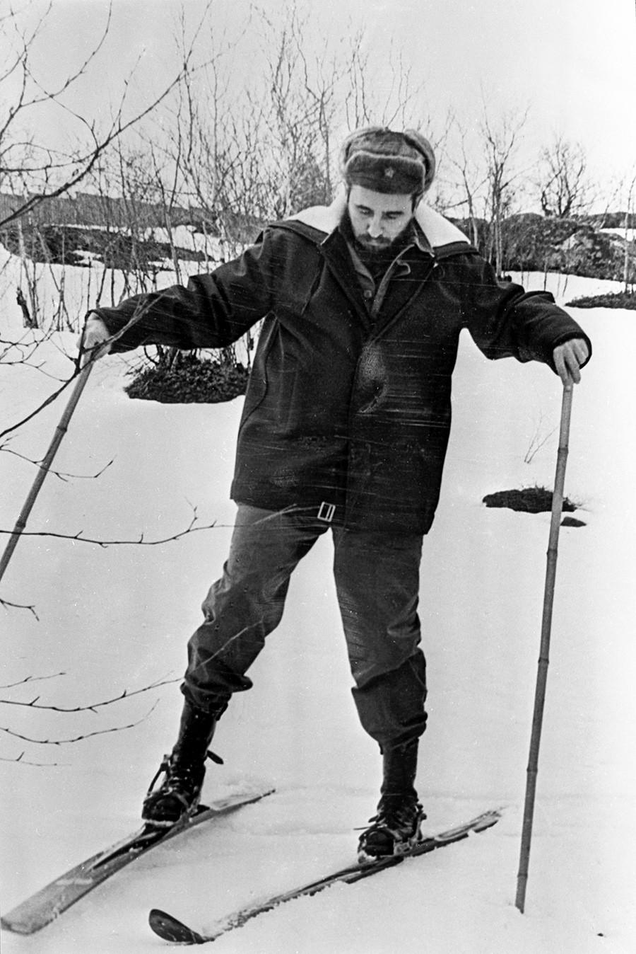 Fidel Castro esquiando.