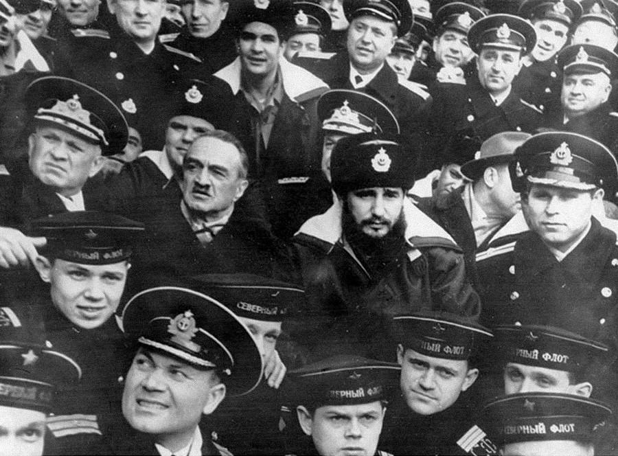 Castro durante su visita a la Flota del Norte.