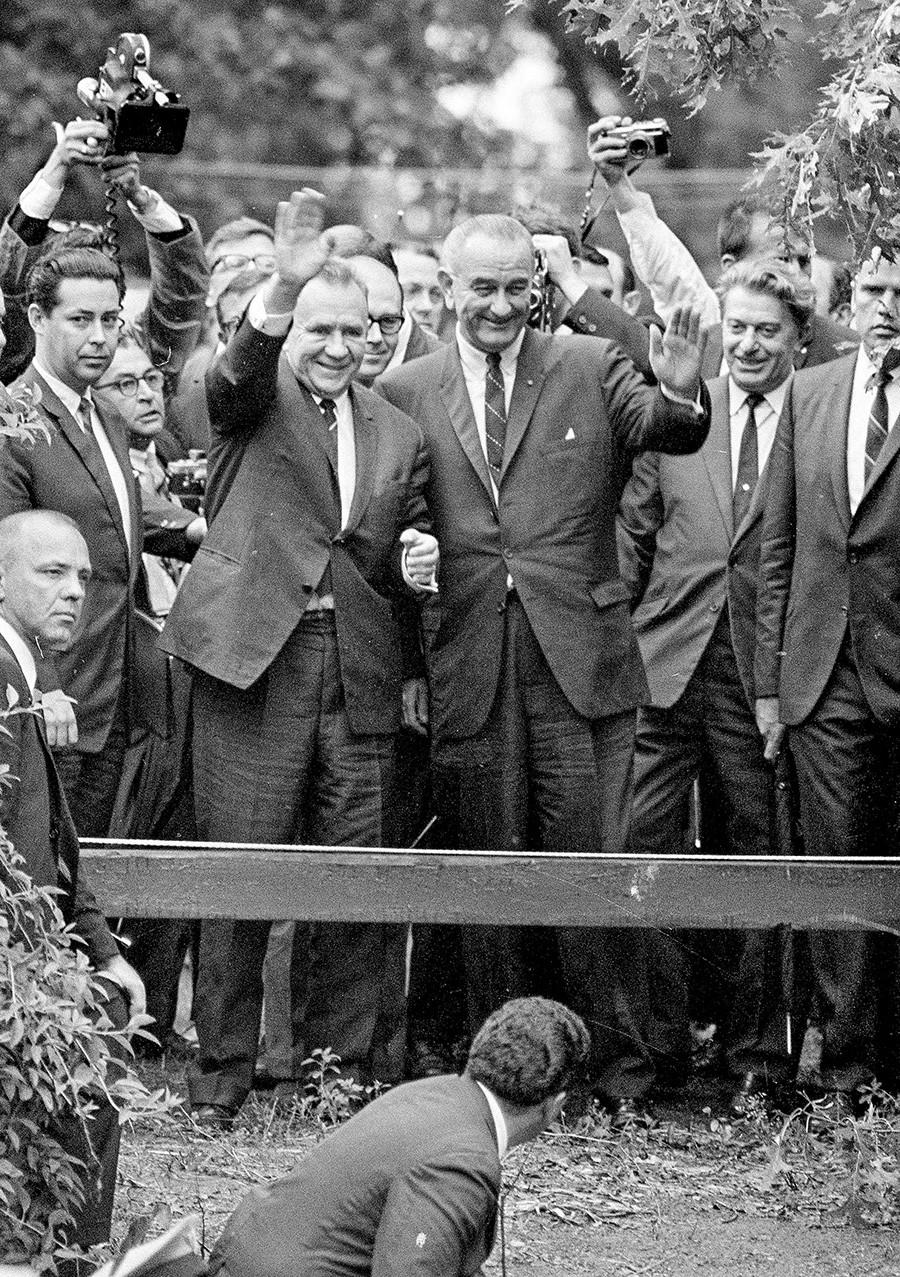 Alexéi Kosiguin y Lyndon Johnson