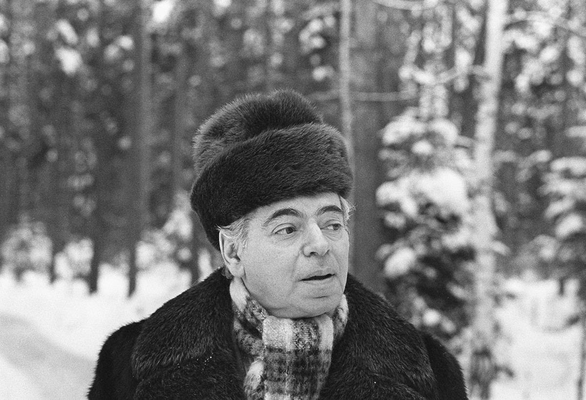 L'artiste Arkadi Raïkine, en 1980